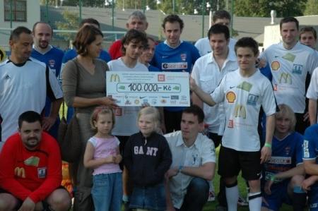 Pomáháme fotbalem 2009 - vybraná částka 100 000,- Kč
