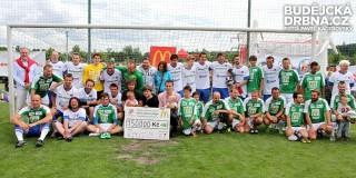 Účastníci sedmého ročníku fotbalové exhibice se šekem na 150 tisíc korun